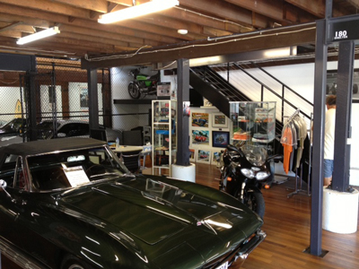 Damien Meeting Classic Car Dealers In Sydney Australia - Classic car shop