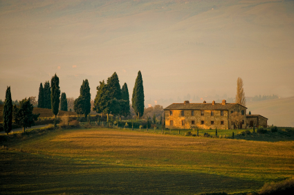 Best Places to Retire in Europe: Tuscany farm house image-beautiful retirement place in Italy