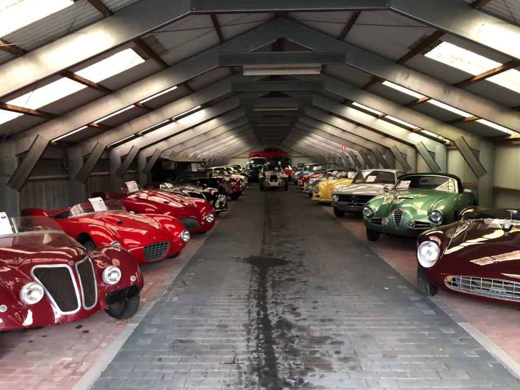 ClassicCarsInRows