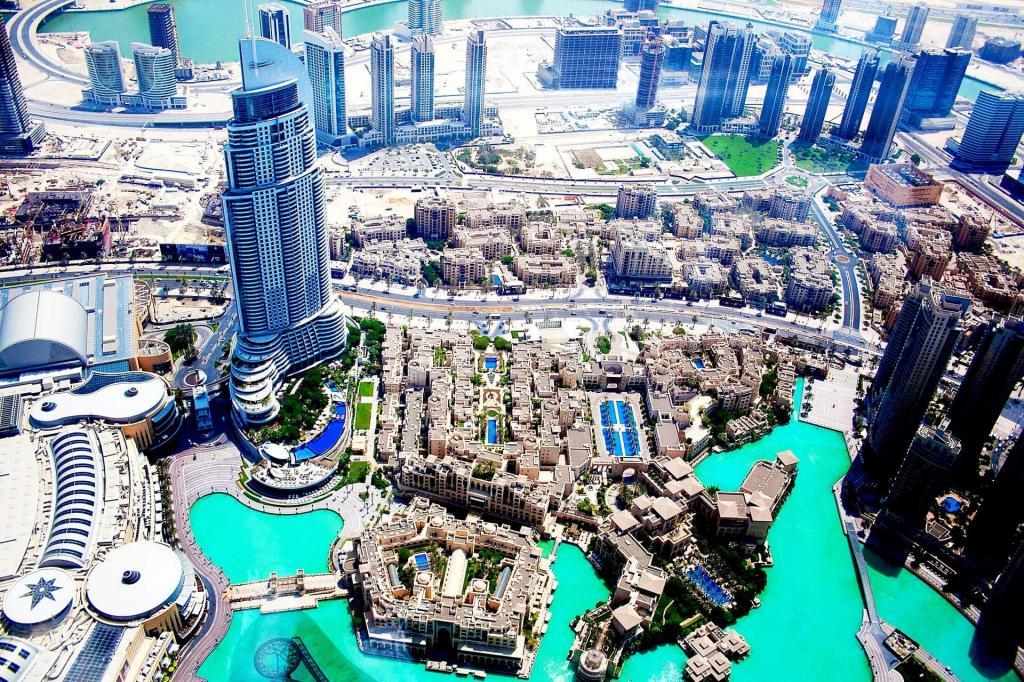 Import a Car to UAE: Beautiful UAE Skyline View Skyscrapers